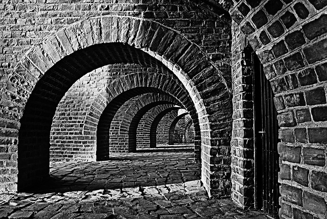vaulted-cellar-250335_640