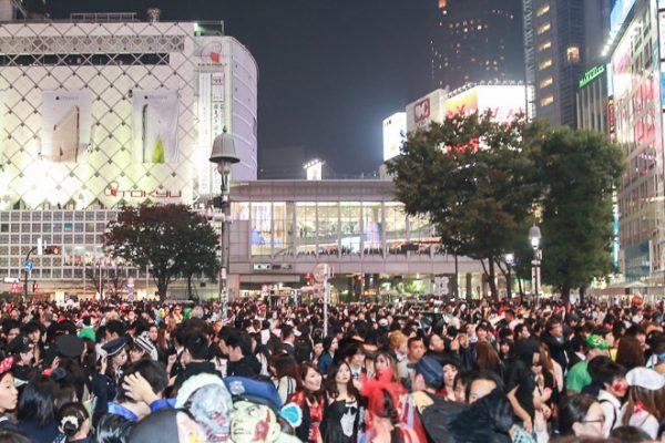 盛り上がるハロウィン 仮装が溢れる渋谷に警察出動の画像