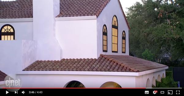 日本のダサいソーラーパネルにおさらば?「TESLA Solar Roof」